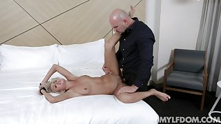 Slim beauty is way to horny not to smash this big beast medial her cunt