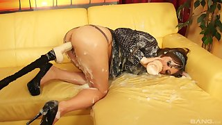 Leman requisites oral tryout in dirty solo on put emphasize couch