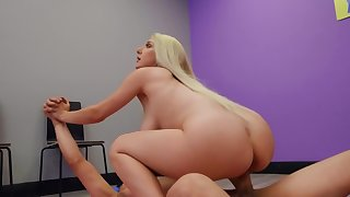 Full-bosomed comme �a Skylar Vox sucks and rides big long load of shit