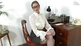 Holly Kiss - Busy, so busy...