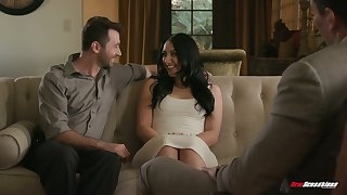 Bootylicious wife Mandy Muse gets laid in front of cuckold husband