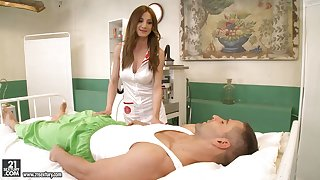 Quite bootyful masseuse Alice Romain crumbs in having steamy anal sex
