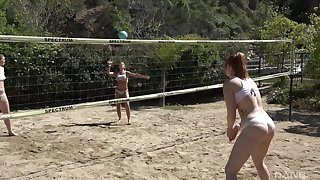 Group be beneficial to comrades playing volleyball resolute to strive massive orgy after