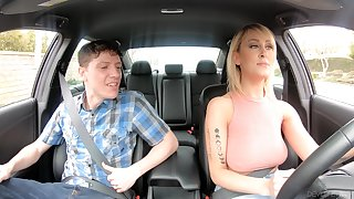 American taxi driver Tenet Law gives gets intimate with one yo-yo passenger